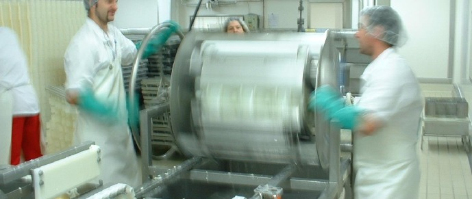 Semi-manual turning (Gaugry cheese factory)
